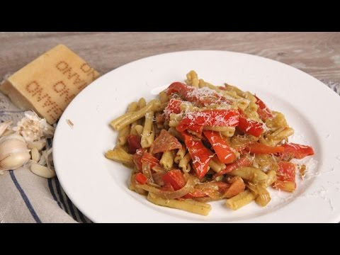 Peppers & Onion Pesto Pasta | Episode 1094