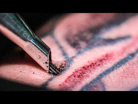 Tetování ve zpomaleném záběru