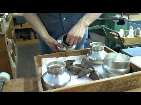 Metalldrücken ( Metal Spinning of aTeapot) eines Teekannen-Korpus in Silber 0925 Schritt3