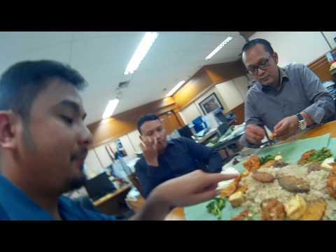 Video Makan Enak Ngaliwet di Kantor, Nasi Liwet Teteh Sukabumi
