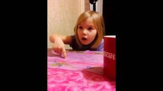 Девочка 5 лет рассказывает про детей в садике))