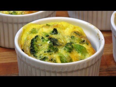 Crustless Broccoli-Cheddar Quiches -- Lynn's Recipes