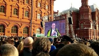 Тысячи москвичей почтили память жертв теракта