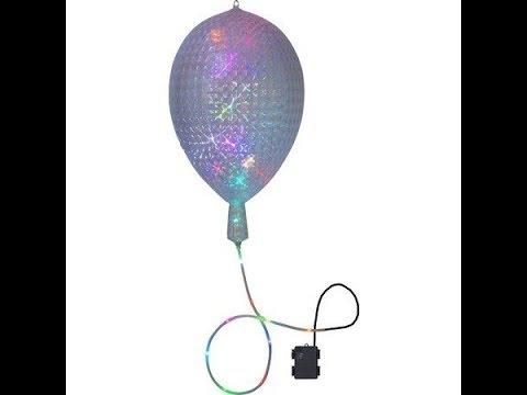 Se ballonen med lys i