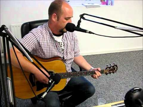 "Graeme Campbell - ""Nowhere To Run"" live on Phoenix FM"