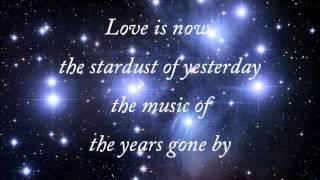 Nat King Cole - Stardust (with lyrics)