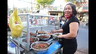 Chị gái U50 bán ốc hút ngon nhất Sài Gòn
