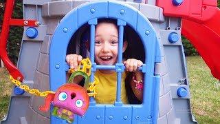Öykü could not find the gate of the castle Hide and seek, fun kids video Oyuncak avı