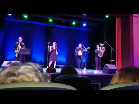 Cruella de Vil / CC Nicolás Salmerón / Dixie Cream Jazz Band