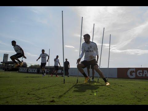 Sem Paolo Guerrero, Corinthians treina sob forte sol