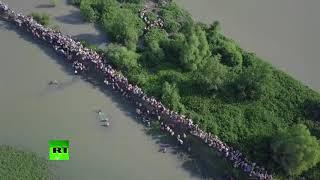 Off to Bangladesh: Thousands of Rodingya Muslims flee Myanmar