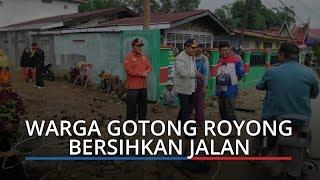 Korban Banjir dan Longsor di Alahan Panjang Langsung Gotong Royong Bersihkan Rumah dan Jalan