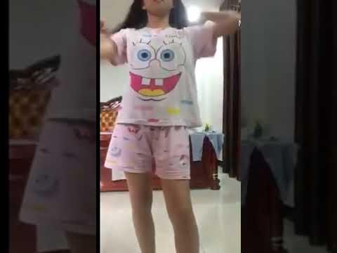 Video bocah baju pink di kamar viral