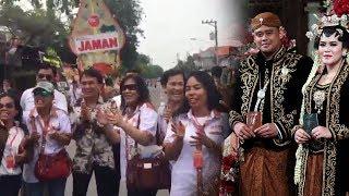 Pulang dari Resepsi Kahiyang Ayu, Relawan Jokowi Nyanyi,