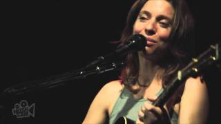 Ani DiFranco - Smiling Underneath (Live in New York) | Moshcam