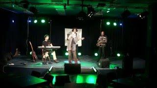 Video Reggae o kalhotkách stažených ke kotníkům