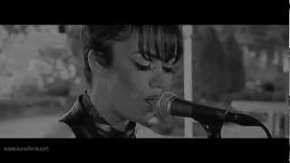 Aura Dione - In Love With The World (Acoustic Version) - Live