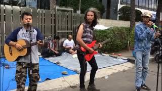 Pengamen...!!! Suara Mirip Sama Penyanyi Aslinya- Iwan Fals- Ujung Aspal Pondok Gede