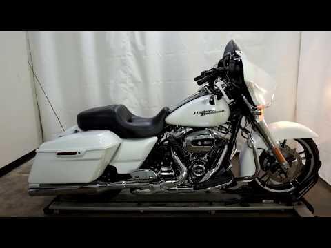 2017 Harley-Davidson Street Glide® Special in Eden Prairie, Minnesota - Video 1