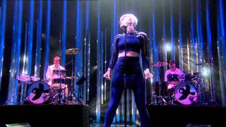 Gambar cover ROBYN - Dancing On My Own - Live at Oslo Spektrum - Nobel Peace Prize Concert