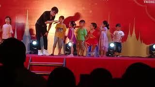 Lâm Chấn Khang hát ở tại chợ Thái Cần Thơ