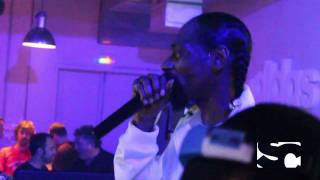 "Snoop Dogg performs ""Vapors"" freestyle at Paris afterparty"
