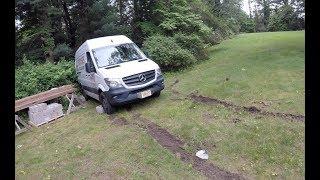 Застрял в траве. Mercedes Sprinter 2500 (2015)