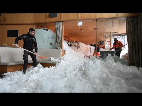 Στο έλεος του χιονιά η βορειοδυτική Ευρώπη