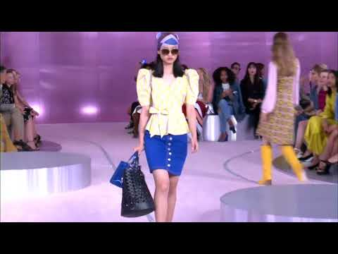 Kate Spade the company honored its namesake at the New York Fashion Week show of her former brand. (Sept. 9)
