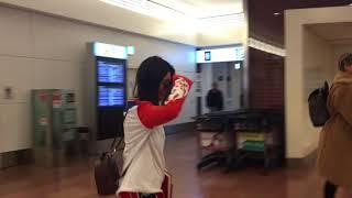 カーダシアン三姉妹が羽田空港に到着!