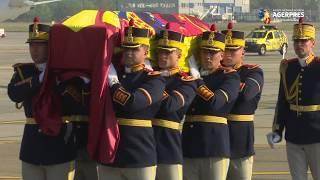 Ceremonie religioasă şi militară la Aeroportul Otopeni pentru Regina Elena