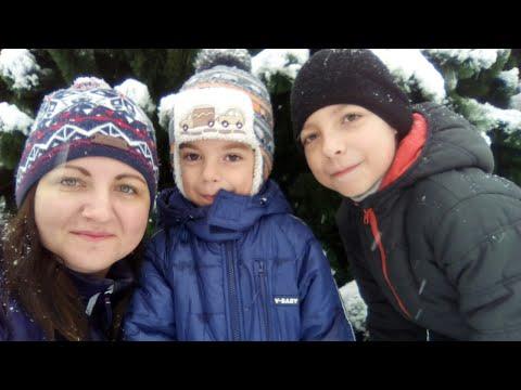 Ночью выпал снег, пошли гулять с утра по раньше! Уже продают ёлки! Снегопад в Ростов-на-Дону
