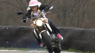 SUZUKI 650 GLADIUS, UNE MOTO DE GONZESSE? A CHICK MOTORCYCLE