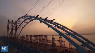 Замедленная съемка строительства самого длинного в мире арочного моста.