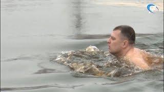 Любители зимнего плавания провели первые в этом сезоне соревнования