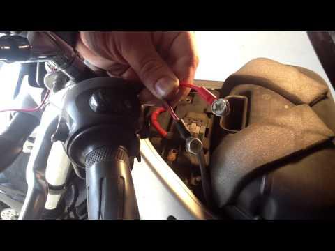 Brancher un chargeur de batterie - Recharger sa moto:  Conseil moto