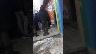 Под Днепром при «штурме» секонд-хенда пострадала пенсионерка. ВИДЕО