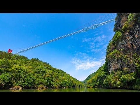 Η μεγαλύτερη γυάλινη γέφυρα στον κόσμο