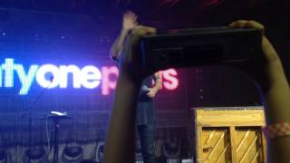 """Twenty One Pilots performs """"Car Radio"""" and gets one from a fan! (As referred to in """"Levitate"""")"""