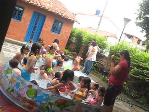 Niñas del Colegio en Piscina