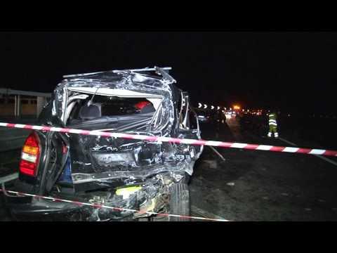 Avellino - Bus precipita da viadotto, 39 morti -live 2- (29.07.13)