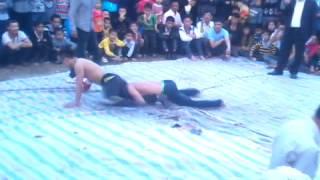 preview picture of video 'hội vật xuân 2014 thôn giang liễu(giải nhất p1)'