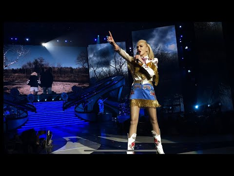 Gwen Stefani - Nobody But You (duet with Blake Shelton) live in Las Vegas, NV - 2/15/2020
