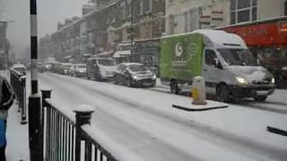 preview picture of video 'Snow day. 139 Green Lanes Hackney London N16'