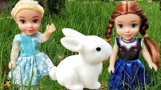 Elsa and Anna toddlers bring home their class pet
