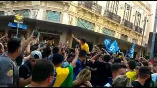9382a8fe3 Veja o momento exato em que Bolsonaro leva facada durante manifestação em  Minas Gerais