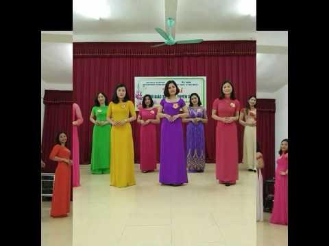 Cô giáo tài năng duyên dáng Trường THTT Cẩm Xuyên