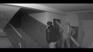Пьяные гопники ломают лифт