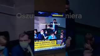 Co premier Morawiecki zrobił w czasie głosowania nad Lex TVN?!