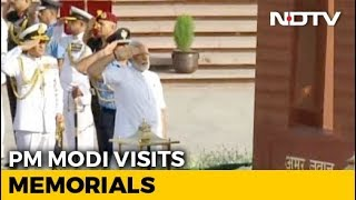 PM Modi Pays Tribute At National War Memorial Before Oath Ceremony